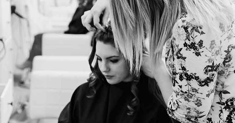 hair curling with wand